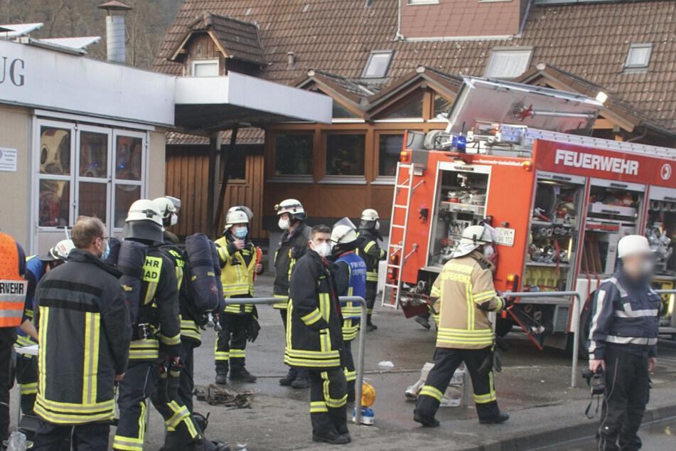 Wohnhaus brennt: Feuerwehrleute finden Leiche