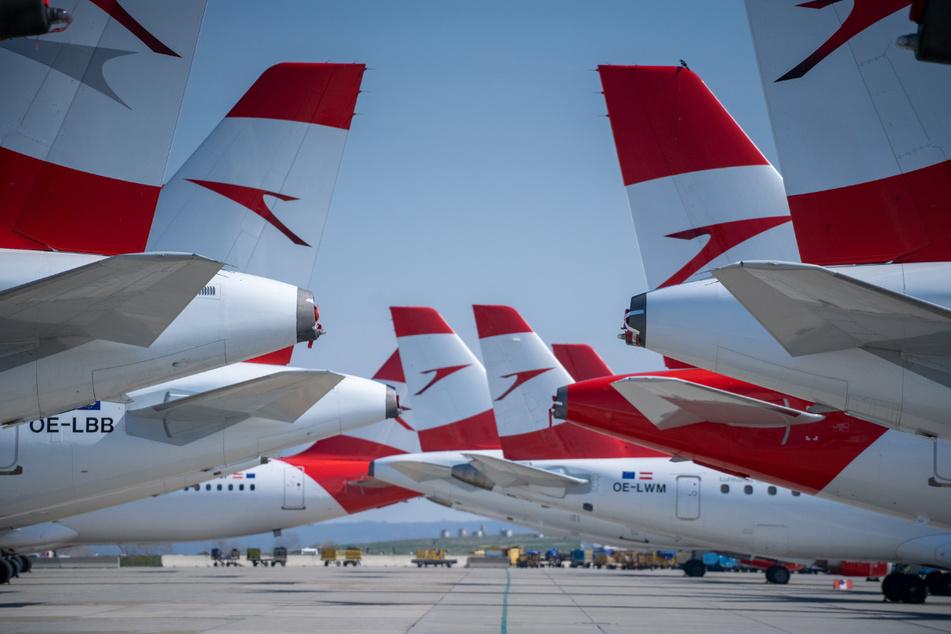 Flugzeuge der Lufthansa-Tochter Austrian Airlines stehen am Flughafen Wien-Schwechat.