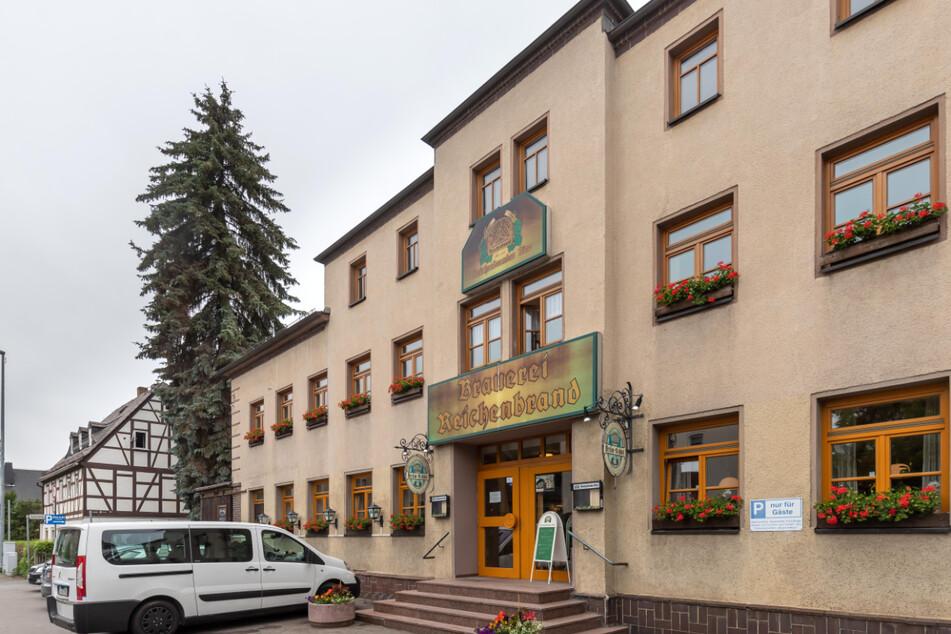 Die Werbeschilder am Bräu-Stübl in Reichenbrand musste die Firma Bergt mittlerweile abnehmen.