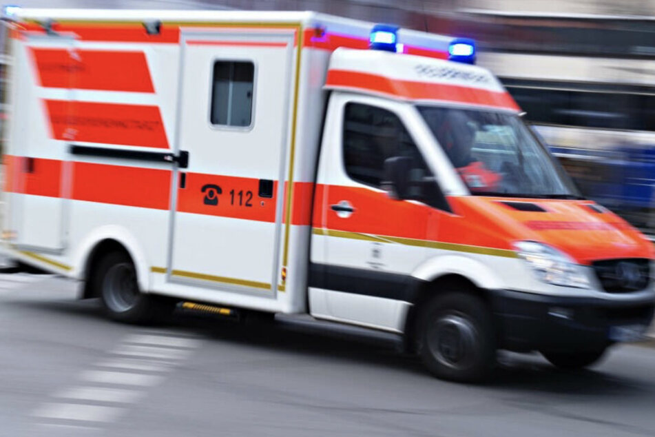 Der oder die Verletzte musste ins Krankenhaus verbracht werden. (Symbolbild)