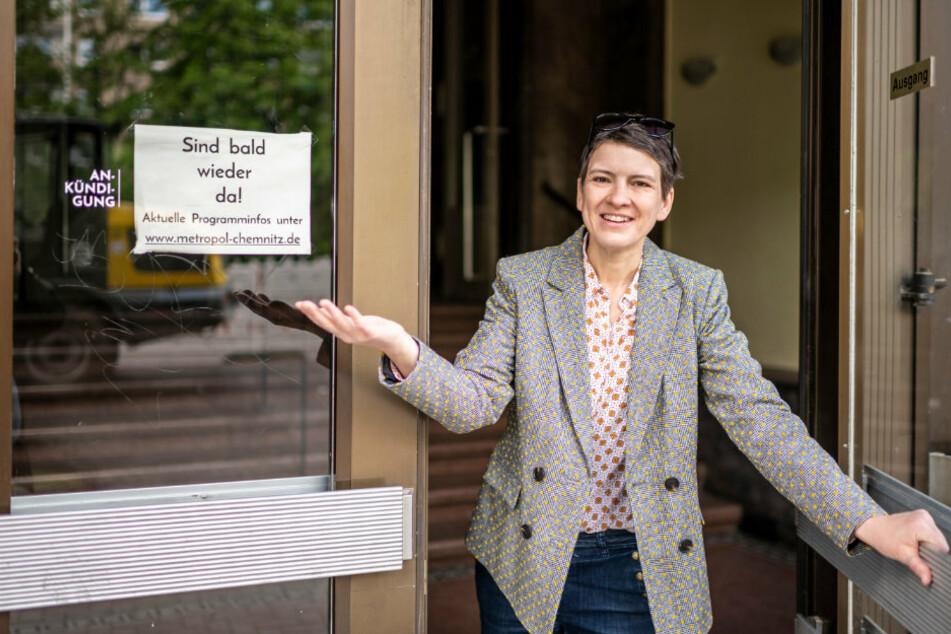 Hereinspaziert, wir haben wieder auf! Metropol-Inhaberin Maret Wolff (42) freut sich nach langer Schließung auf Kino-Gäste.