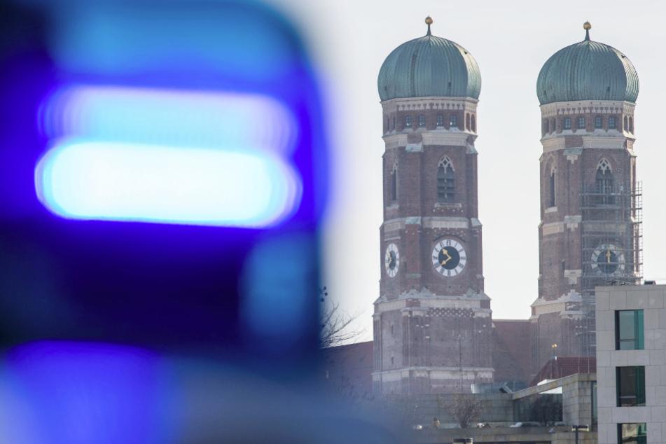 Frau (33) sticht in Münchner Wohnung mit Messer auf 66-Jährigen ein