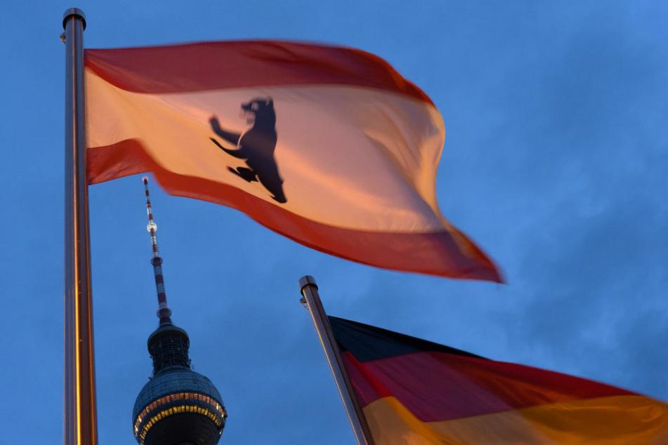 Wegen eines Corona-Falls musste eine Bezirksverordnetenversammlung von Berlin-Lichtenberg abgebrochen worden. (Symbolfoto)