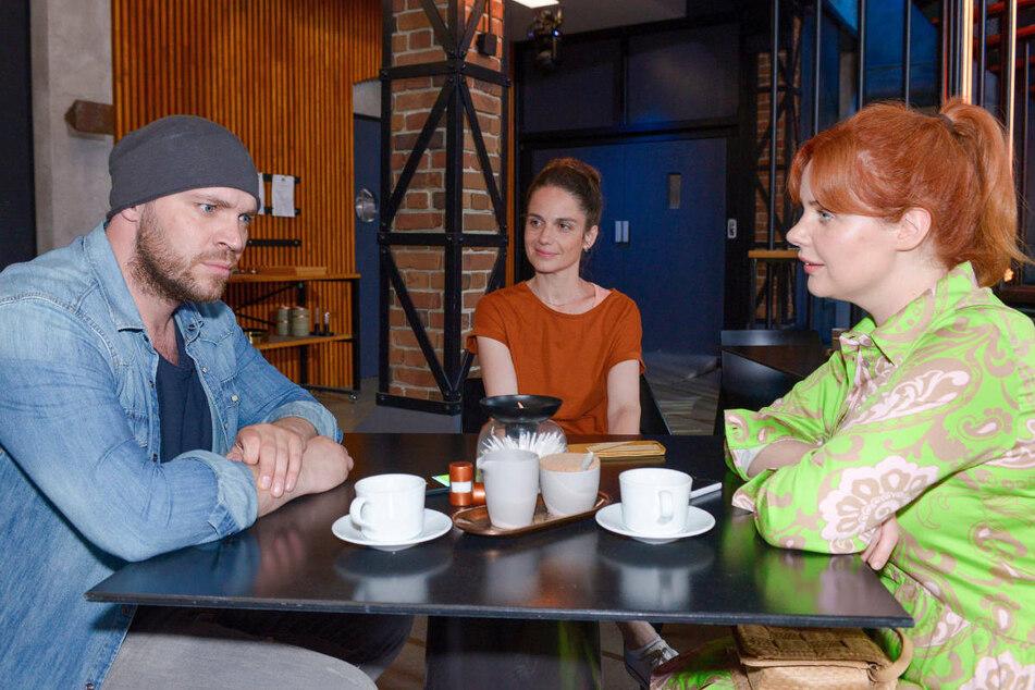 Svenja (M.) macht Leon im Beisein von Toni ein überaus verlockendes Angebot.