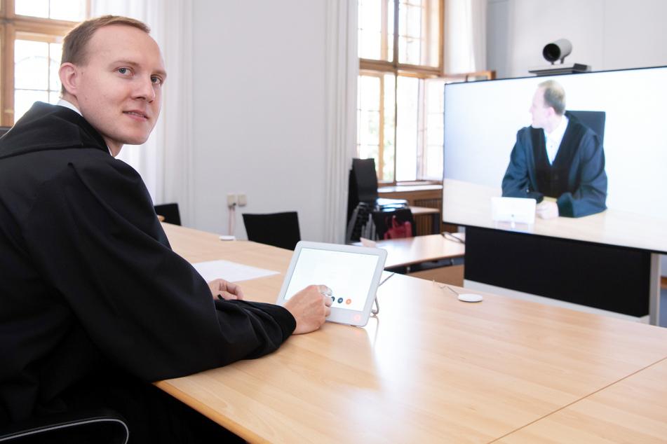 Dank Coronavirus-Pandemie wird alles digitaler: Alle 99 ordentlichen Gerichte in Bayern können nach offiziellen Angaben virtuell verhandeln.