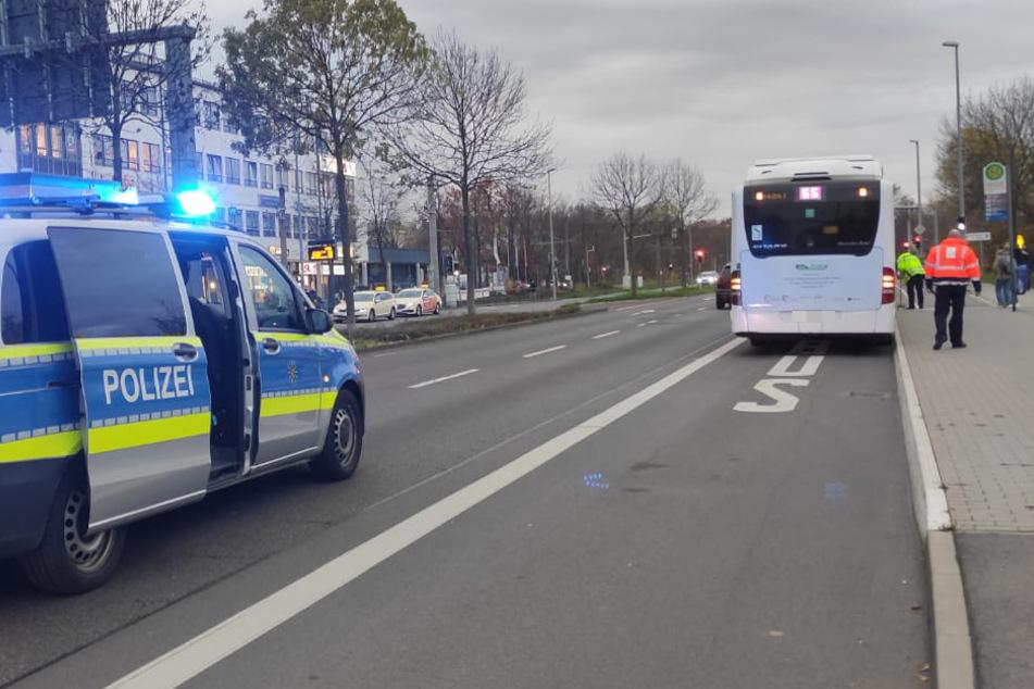 Junge (10) in Leipzig von Auto erfasst! Er wollte vor einem Bus die Straße überqueren