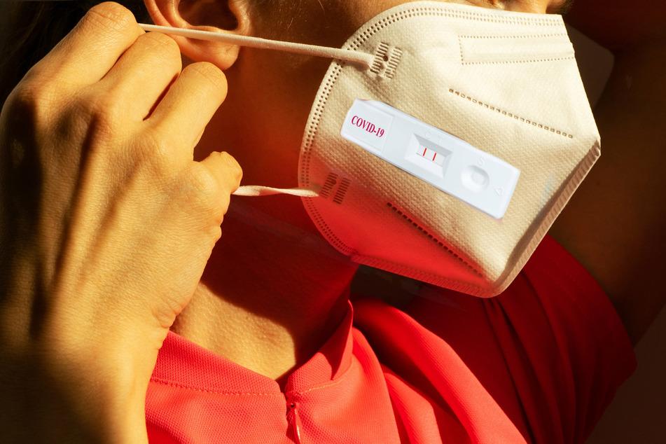 Engineers design sensors that let masks test a wearer for Covid-19