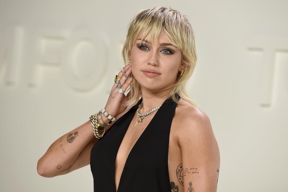 Miley Cyrus (28) versteht sich anscheinend blendend mit dem Milliardär Elon Musk.