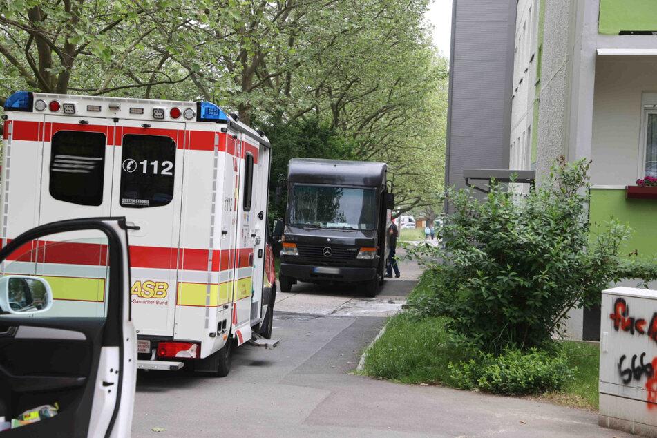 Eine 85-Jährige ist in Gera von einem Paketauto überrollt worden. Die Rentnerin starb noch am Unfallort.