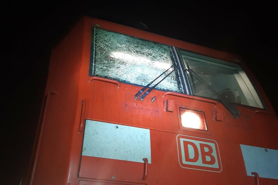 Stein-Attacke auf Zug in Köln, Lokführer verletzt