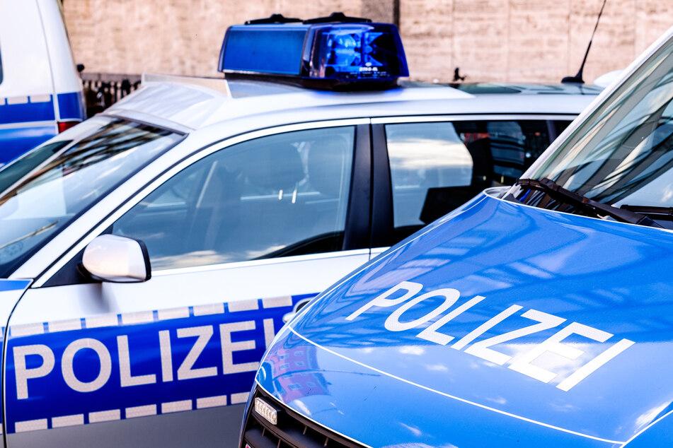 Ein 21 Jahre alter Mann aus Wuppertal soll drei Kinder sexuell missbraucht und Bilder und Videos davon im Internet verbreitet haben. Die Polizei hat ihn festgenommen. (Symbolbild)