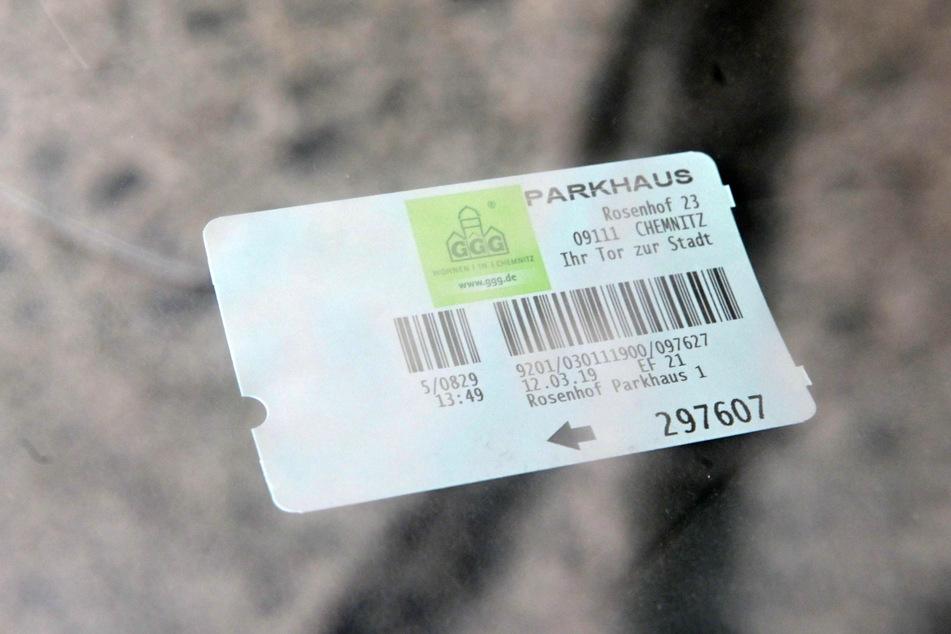 Das Parkticket wurde vor einem Jahr gelöst. Fotos: Maik Börner
