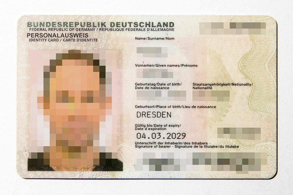 2010 verschmäht, zehn Jahre später heiß begehrt: Der digitalfähige Personalausweis im Scheckkarten-Format.