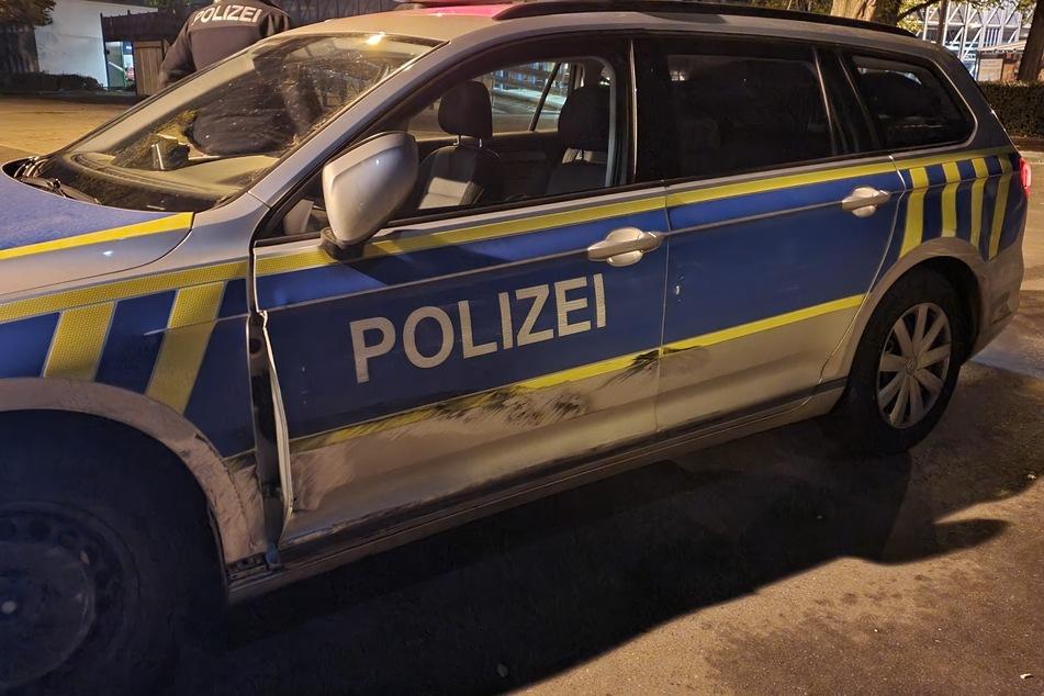 Transporter rammt Polizeiauto: Fahrer verschwindet spurlos