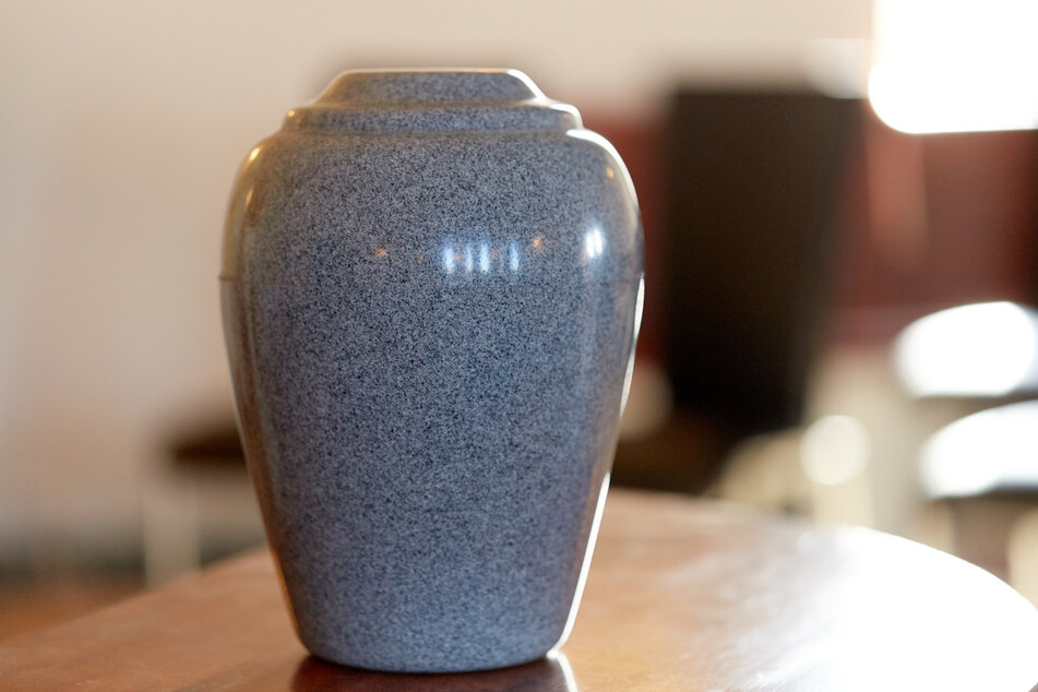 Brooke now knows why there was an urn in her living room (stock image).