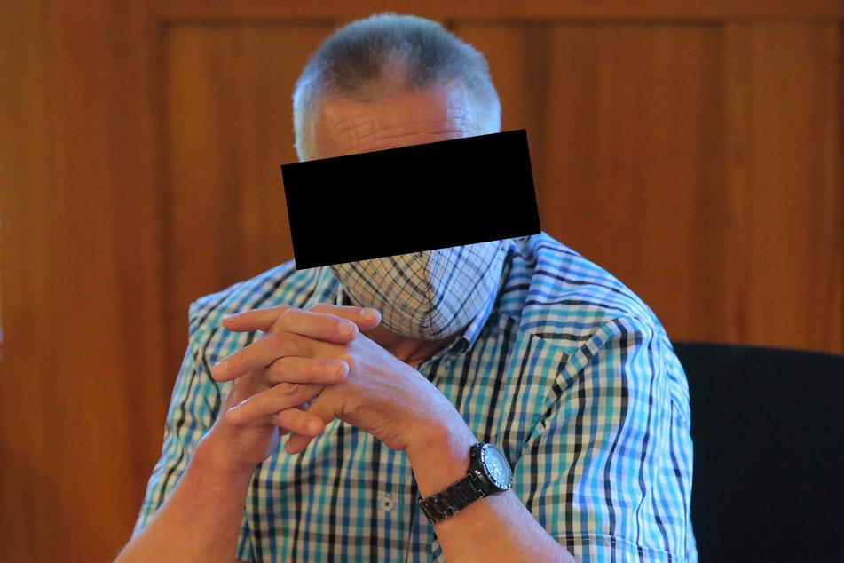 Wolfgang N. (67) saß peinlich berührt vorm Amtsrichter in Bautzen.