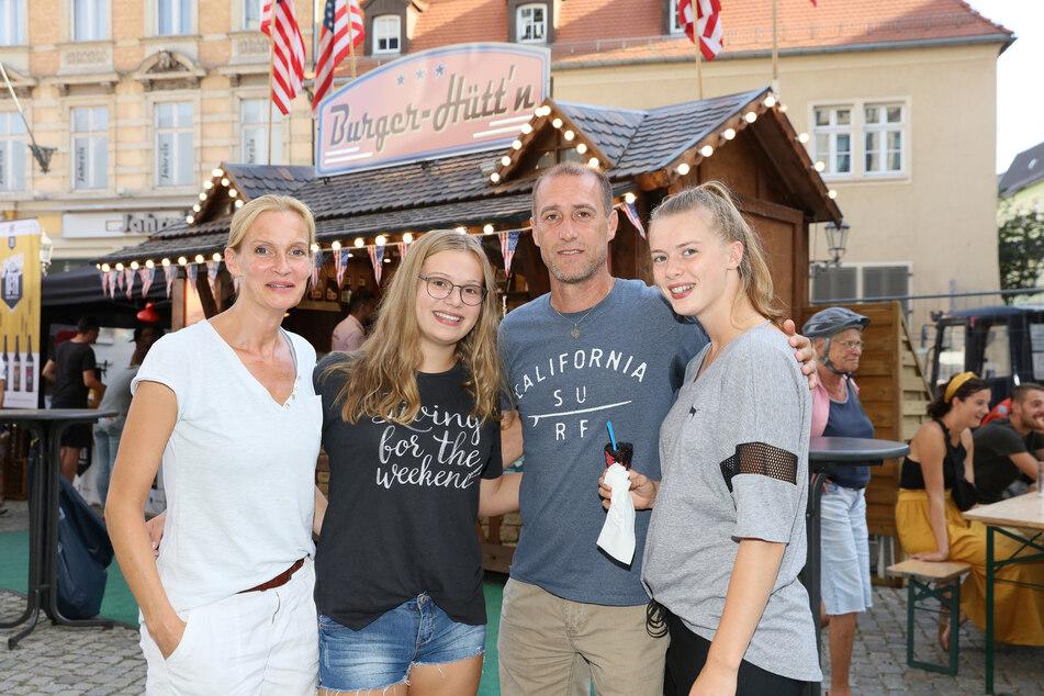 FSV-Coach Joe Enochs in Zwickau mit (v.l.) Ehefrau Gunilla sowie den Töchtern Sophie und Emily.