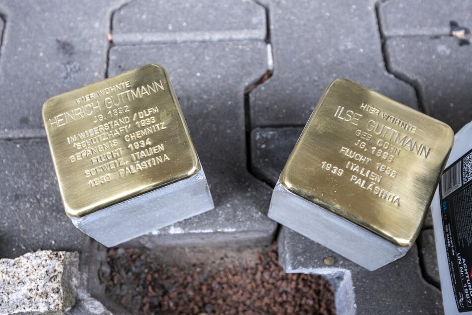 Diese Stolpersteine auf der Theaterstraße 40 erinnern an die Familie Guttmann, die vor ihrer Vertreibung durch die Nazis dort lebte.