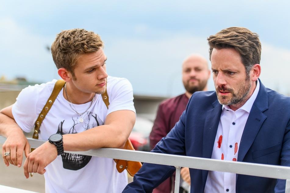 Gieses Sohn Marc (l.) schlägt Justus erst blutig und lässt ihm danach die Wahl, zu springen oder erstickt zu werden.