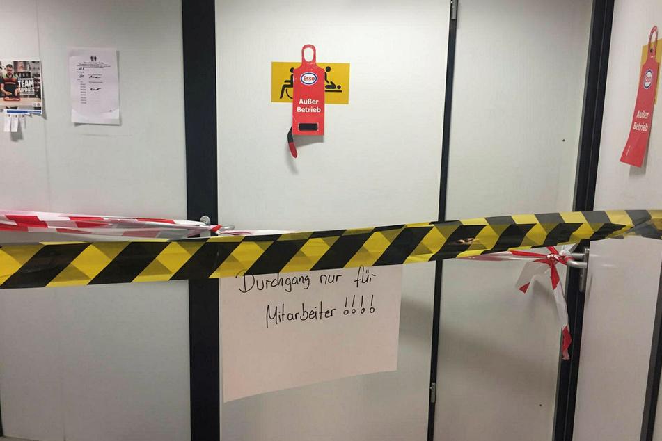 Oft sind Toilettenanlagen gesperrt oder verdreckt. Manche Rastanlagen sind komplett geschlossen.