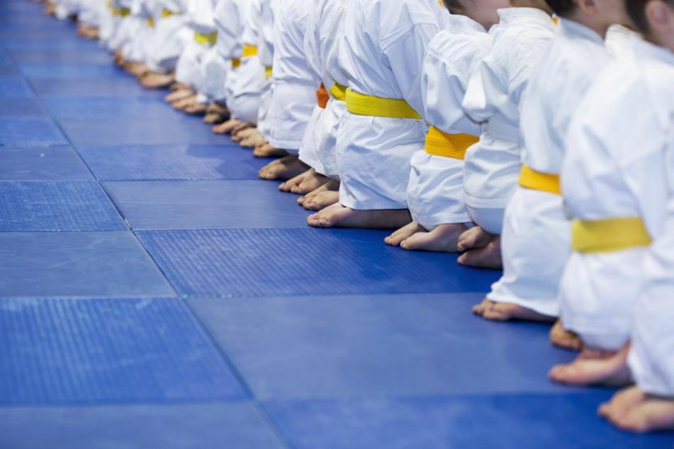 In Verhandlung geschlafen? Befangene Schöffin lässt Judotrainer-Prozess platzen