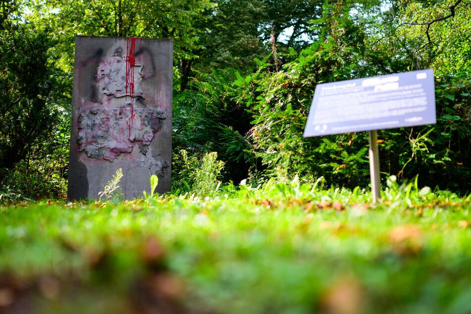 Holocaust-Überlebender klagt auf Verhüllung von Wehrmachts-Denkmal