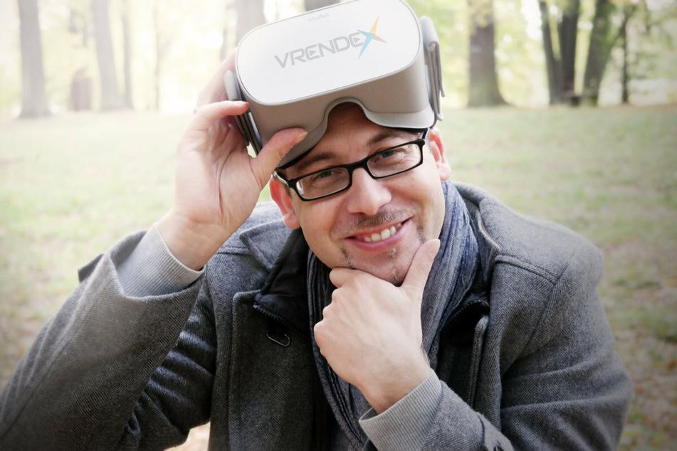 Vrendex-Chef Manuel Dudczig (40) mit einer VR-Brille.