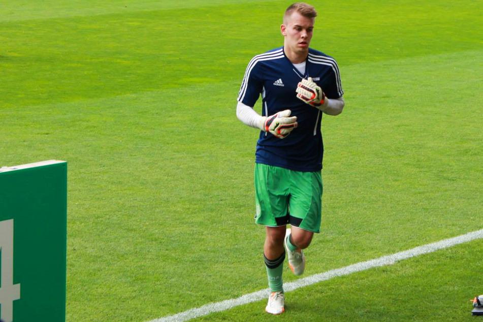 Timon Wellenreuther (25) war einer der Helden der PSV-Partie. Der Keeper spielte in der Jugend des FC Schalke 04 gemeinsam mit Leroy Sane (25), Thilo Kehrer (25), Marvin Friedrich (25) und einigen weiteren bekannten Akteuren.