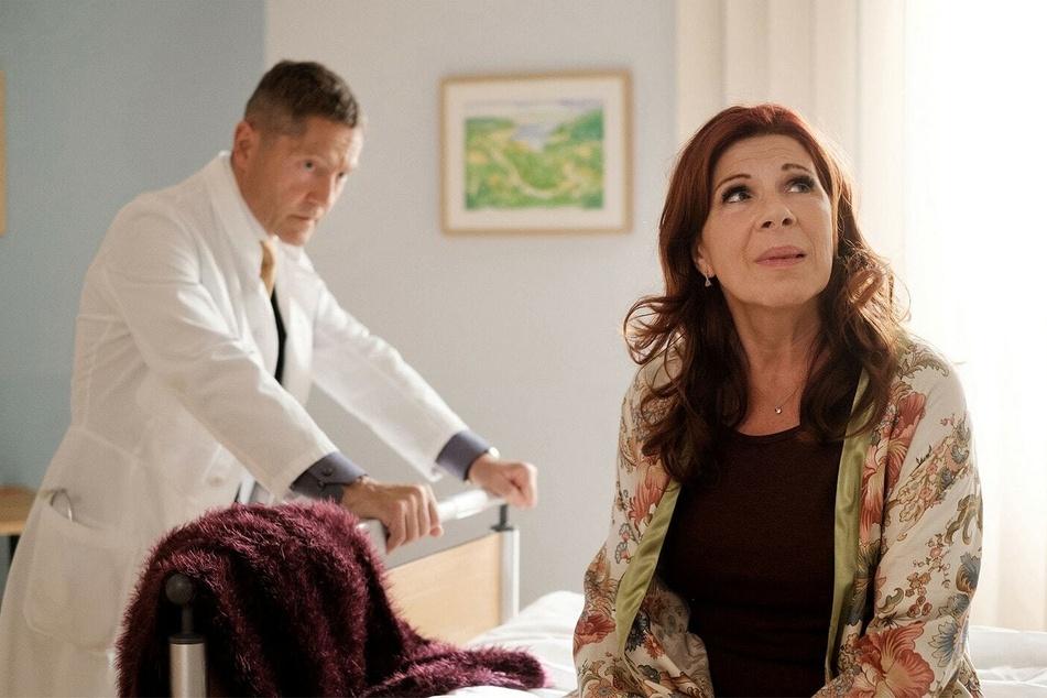 Dr. Rolf Kaminski erfindet bei Vera eine Nierenprellung, um sie länger unter Aufsicht in der Sachsenklinik behalten zu können.