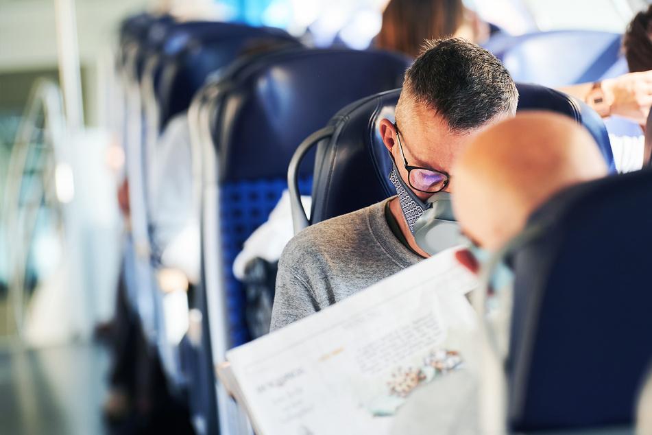 Forscher sind nach Test überzeugt, dass Maske effektiv vor Coronavirus im Zug schützt!