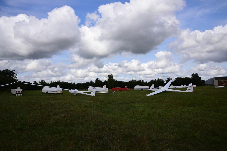 Segelflugzeuge in Reih und Glied: Im Sommerlager der akademischen Flieger starten auch besondere Prototypen und Einzelmodelle.