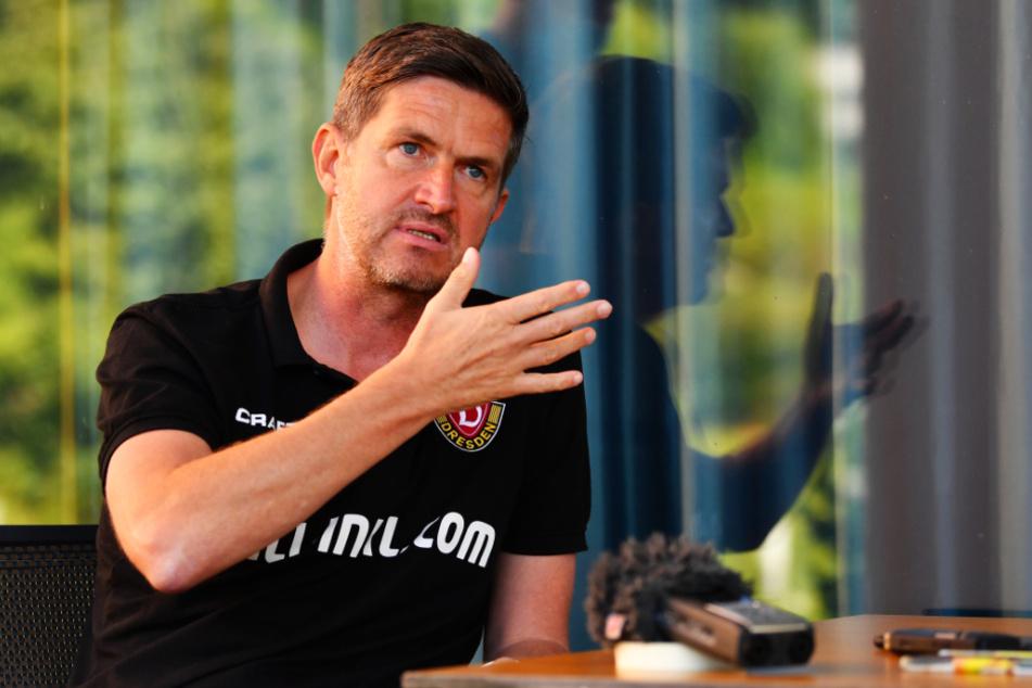 Dynamos Sportgeschäftsführer Ralf Becker bedankte sich bei Martin Börner für dessen langjährige gute Arbeit.