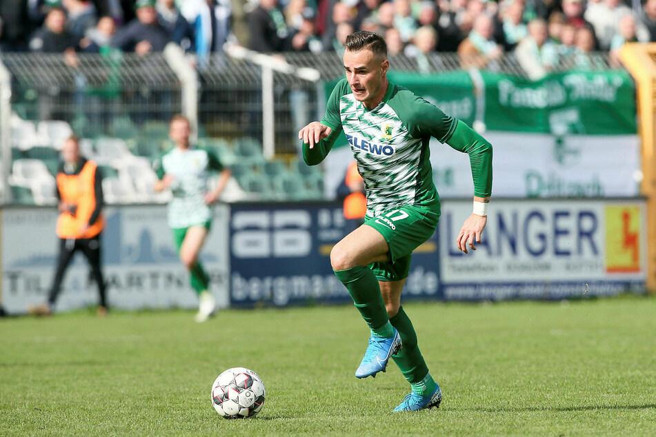 Tomas Petracek (26) hat seinen Vertrag bei Chemie Leipzig um ein weiteres Jahr verlängert.