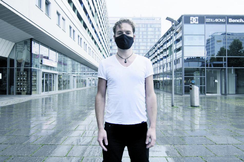 Im Musikvideo steht Felix Räuber (36) mit Mundschutz auf der verlassenen Prager Straße.