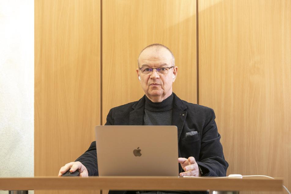 Prof. Dr. Stephan Mühlig (59), Professor für Klinische Psychologie an der TU Chemnitz weiß, wie man eine zweite Corona-Welle verhindern kann.