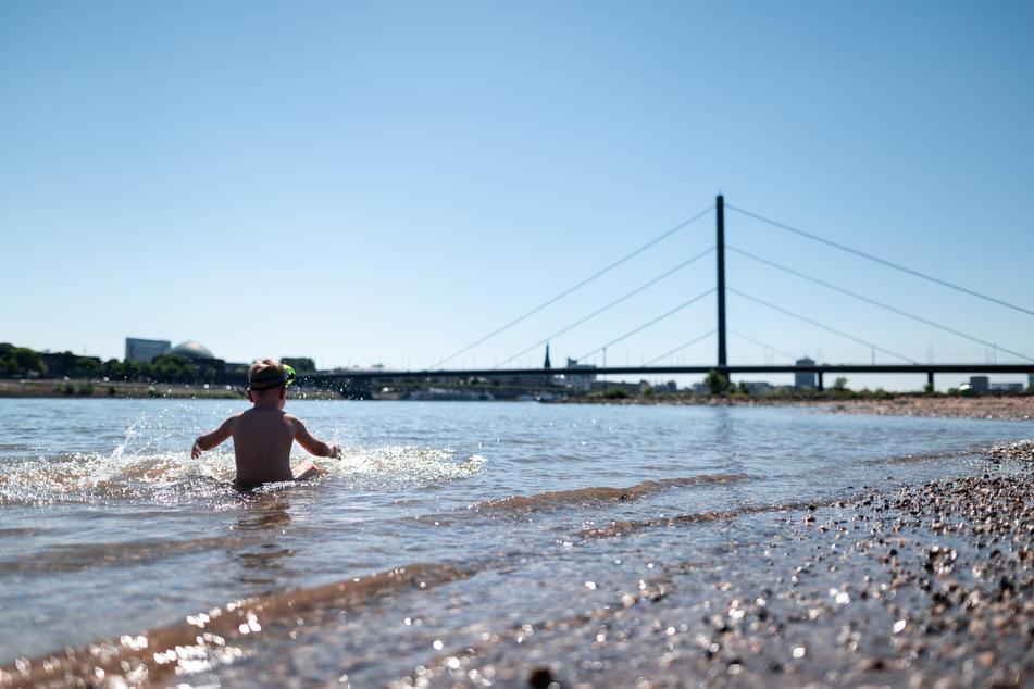 Beim Baden in NRW-Gewässern ist es am Wochenende zu vielen Unfällen gekommen. (Symbolbild)