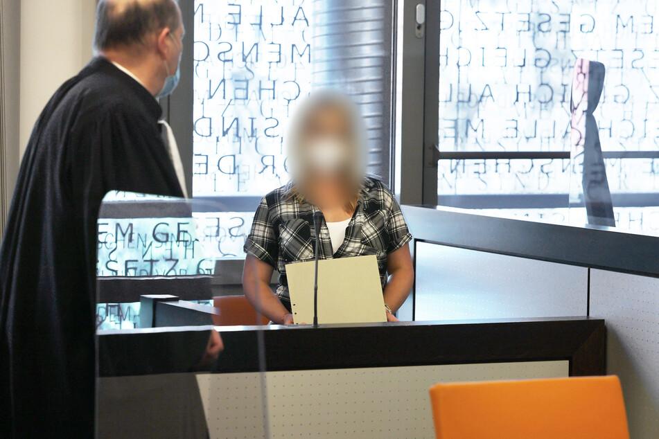 Die angeklagte Mutter (28) steht unter Verdacht, ihre fünf Kinder ermordet zu haben. Sie muss sich vor dem Wuppertaler Landgericht verantworten.