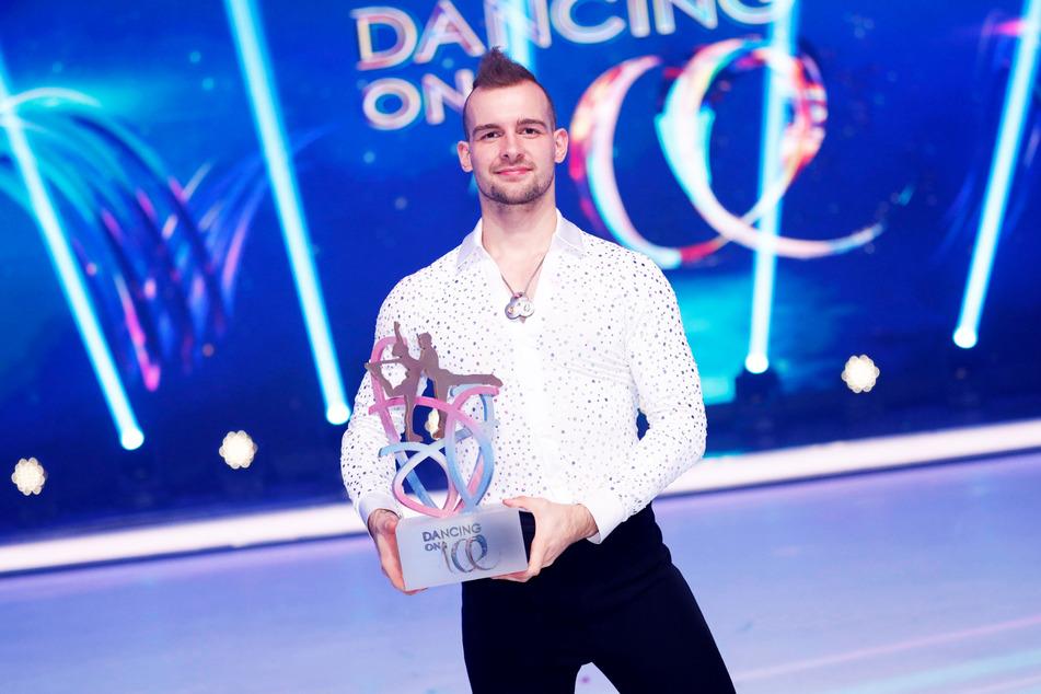 """Bei seinem """"Dancing on Ice""""-Sieg vor wenigen Monaten sah der Schauspieler noch völlig anders aus."""