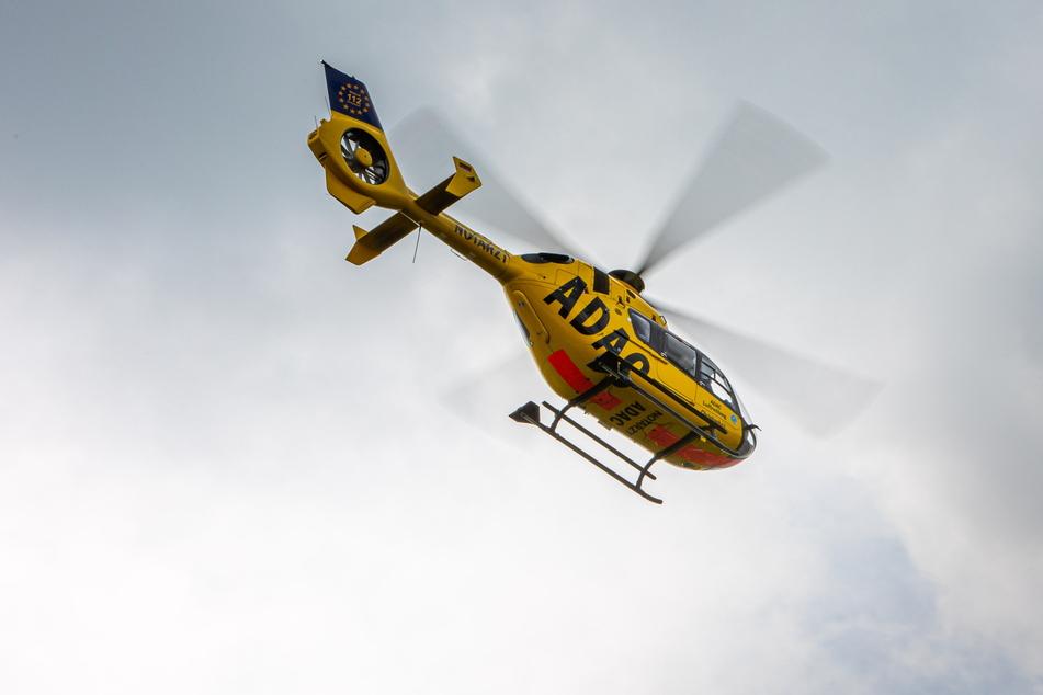 """Wenn die """"Gelben Engel"""" wie hier der Leipziger """"Christoph 63"""" in der Luft sind, geht es zumeist um Leben und Tod."""