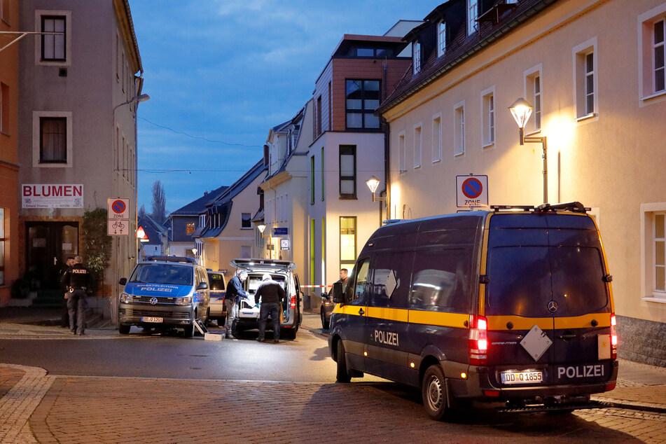 Unbekannte haben am frühen Samstagmorgen einen Geldautomat in einer Bankfiliale in Frankenberg gesprengt.