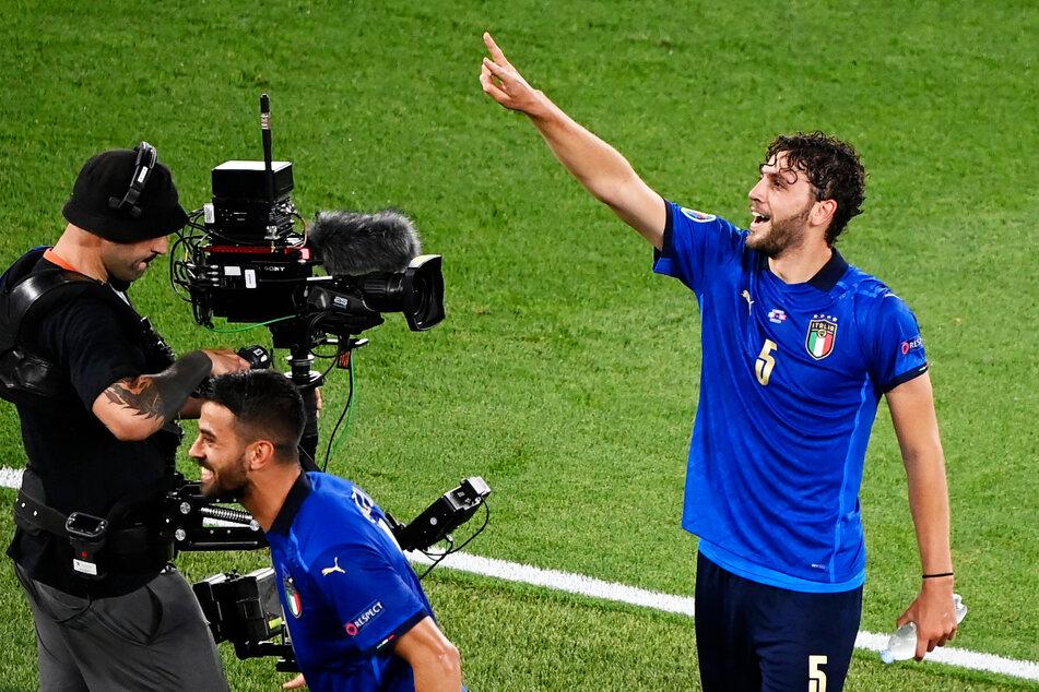 Manuel Locatelli (23, r.) hat für Italien aktuell zwölf Länderspiele absolviert und ist bei US Sassuolo der Schlüsselspieler. Er ist bereit für den Wechsel zu einem noch besseren Verein.