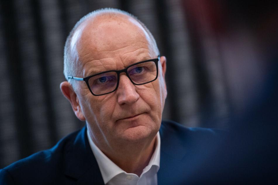 Brandenburgs Ministerpräsident Dietmar Woidke (59, SPD) hat im Landtag die geplante Verlängerung und Verschärfung der Corona-Beschränkungen verteidigt.