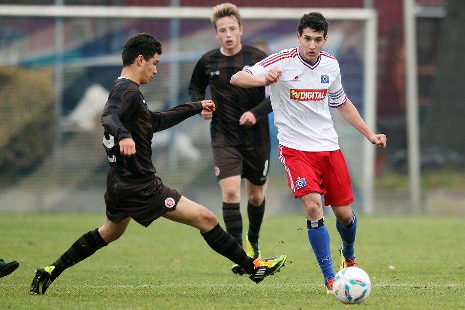 Levin Öztunali (r.) im Jahr 2011 im Trikot der B-Junioren des Hamburger SV. In der Jugend der Rothosen reifte er zum Riesentalent, wechselte 2013 zu Bayer Leverkusen.