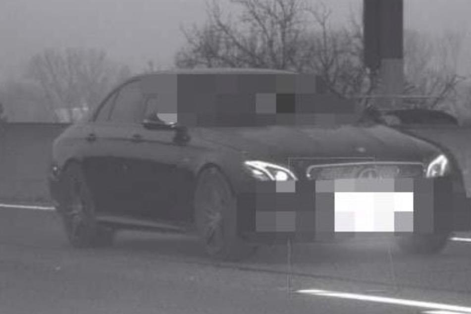 Mercedes rast mit Irrsins-Tempo durch Baustelle auf A3: War es ein Straßenrennen?