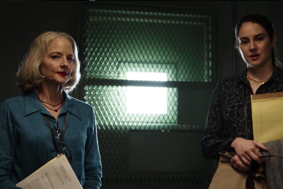 Nancy Hollander (l., Jodie Foster) und Teri Duncan (Shailene Woodley) vertreten Mohamedou Ould Slahi (Tahar Rahim).