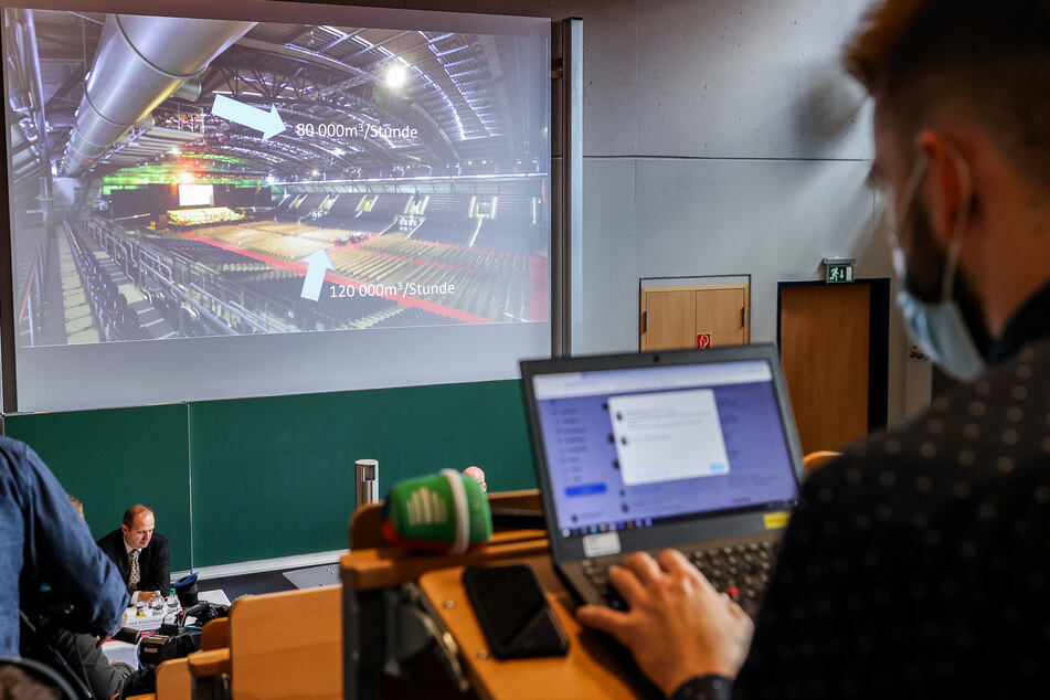 Ein Schema verdeutlicht die Belüftungssituation in der Arena Leipzig während der Präsentation der Ergebnisse der Restart-19-Studie.