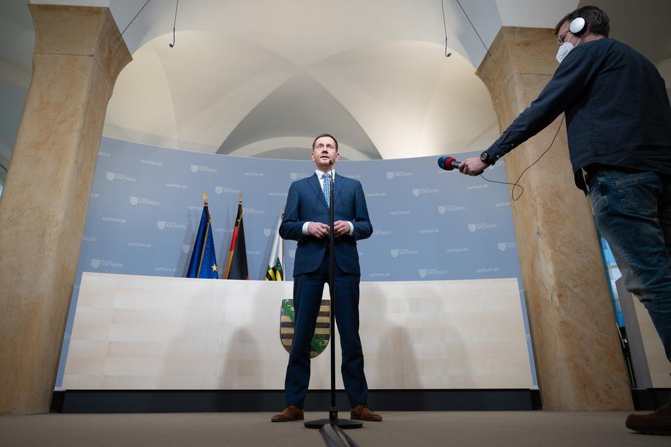 MP Michael Kretschmer (45, CDU) spricht während eines Pressestatement in der Sächsischen Staatskanzlei nach dem digitalen Impfgipfel.