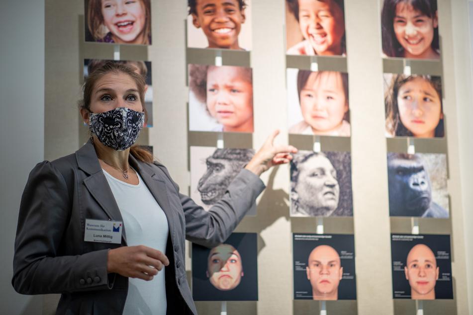 Luna Mittig ist ausgebildete Stimm- und Sprechtrainerin und gibt Führungen im Museum für Kommunikation in Nürnberg.