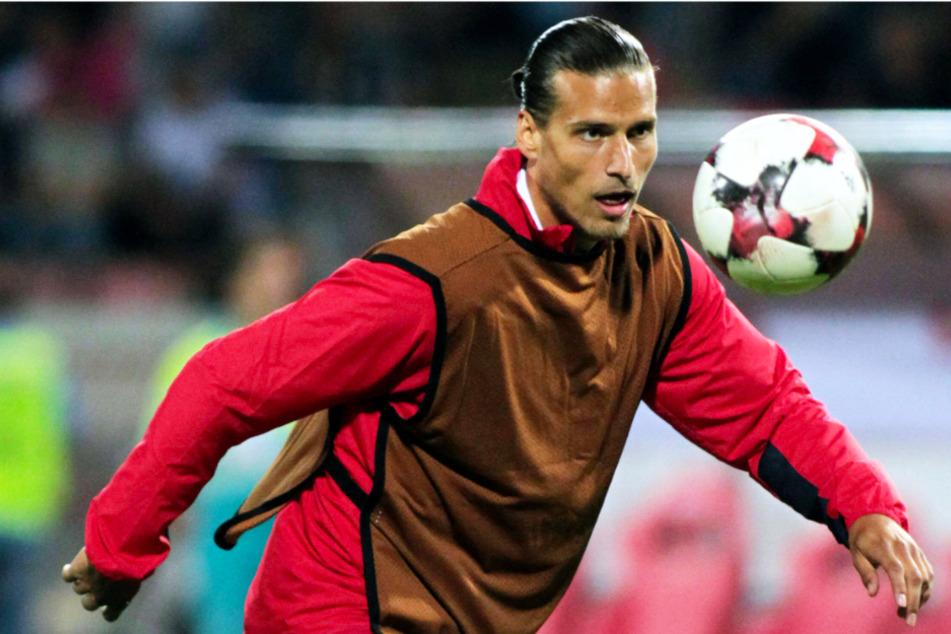 Fußballprofi verstößt gegen Corona-Regeln und wird verhaftet!