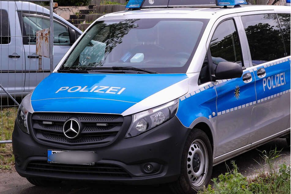 Die Polizei musste am Sonntag zu einem Einsatz in Dresden-Naußlitz. (Symbolbild)